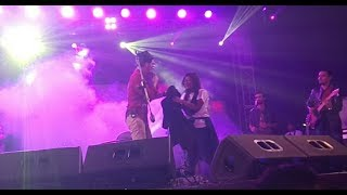 Darshan Raval give his jacket to a cute girl & then girl was so surprised