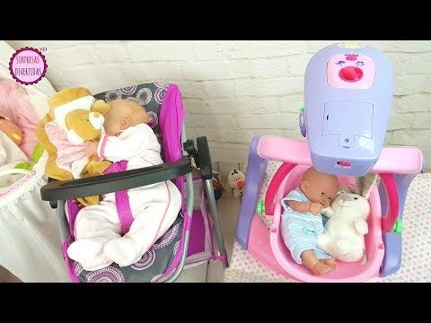 Los Bebés comen papilla y aprenden en el water de juguete - Muñecas Reborn Lindea y Ben