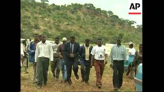 Video ZIMBABWE: MAFUVA: VICTIMS OF FARM VIOLENCE FUNERALS download MP3, 3GP, MP4, WEBM, AVI, FLV Oktober 2018