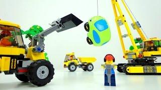 Spielzeugautos: Lustiges Video für Kinder. Greeny ist mal wieder in Schwierigkeiten - Deutsch(Was ist denn wieder los mit kleinem Spielzeugauto Greeny? Schaut euch das lustige Video für Kinder an! Es steckt im heißen Asphalt fest. Oje, seine Reifen ..., 2016-08-24T12:47:34.000Z)