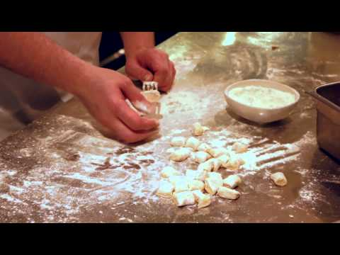 How to Roll Gnocchi With a Fork : Italian & French Cuisine - cookingguide  - ekeUK1UevuA -