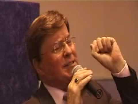 """Jim Patterson sings """"If that isn't love"""""""