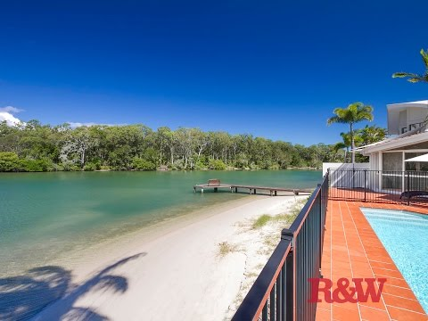 Waterfront Holiday House in Noosa