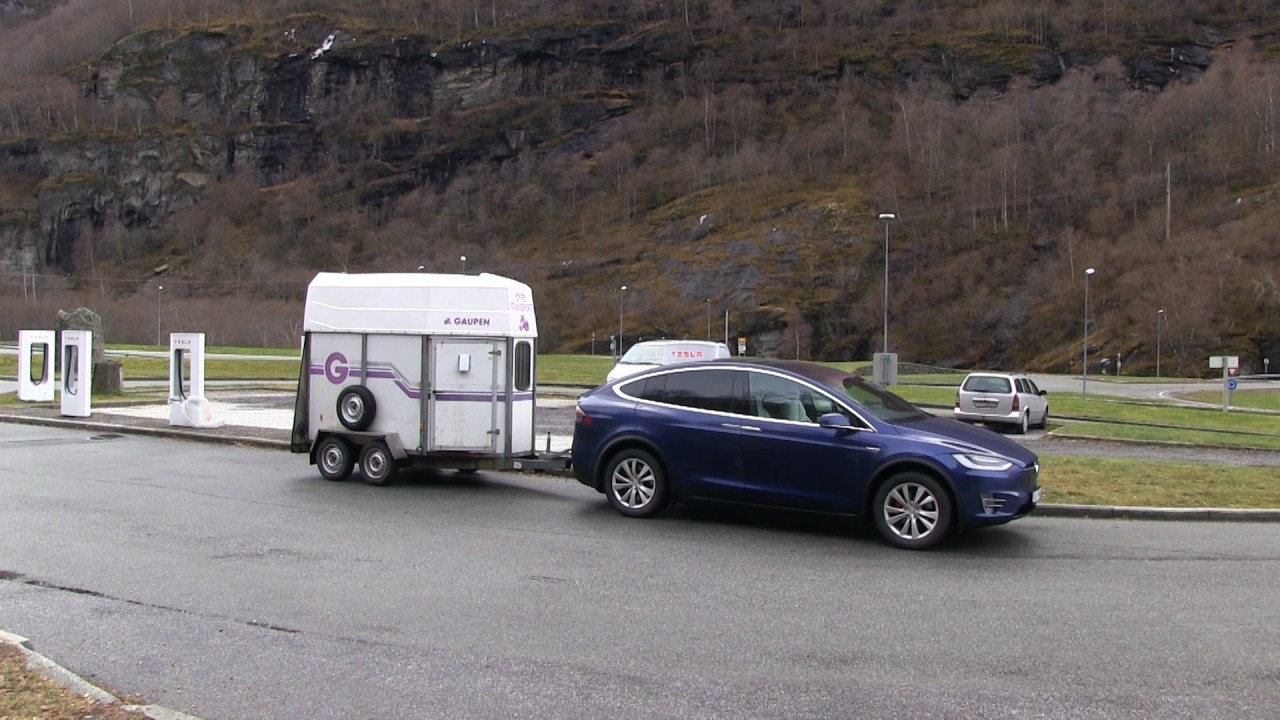 Towing a horse trailer - YouTube