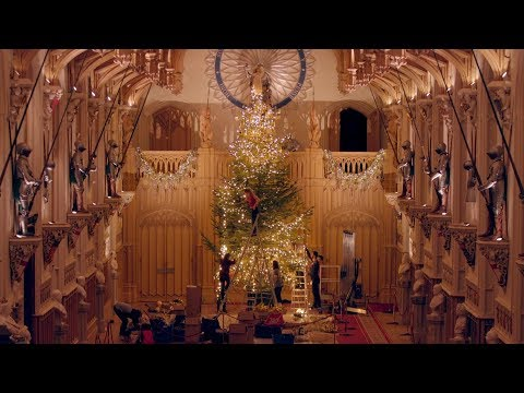 TIMELAPSE: Queen's Christmas Tree at Windsor Castle