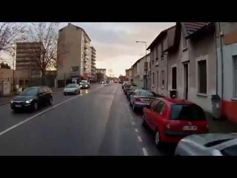 Scène de la Vie à Vélo à Lyon 0011 - Vélotaf un matin d'automne sur chaussée humide