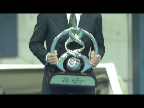 The legendary Kazuyoshi Miura walks on to the pitch with the AFC Champions League trophy!