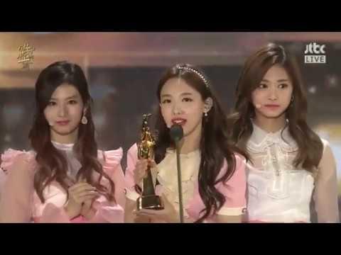 [ENGSUB] 170113 - TWICE WON Digital Bonsang (SONG OF THE YEAR) @ 31st Golden Disk Awards 2017