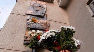 11 лет назад убили Анну Политковскую. Минута молчания у редакции