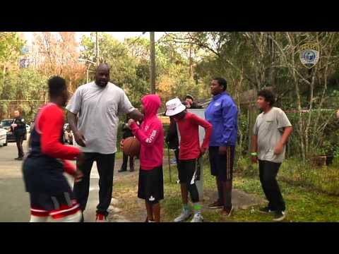 Shaq surprises Fla. officer, kids with another pickup game