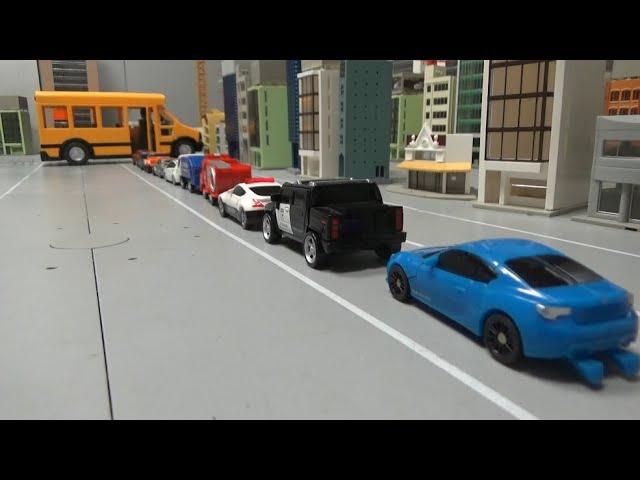 10대 자동차 로봇 스쿨버스에 타기 10 Car robots ride school bus