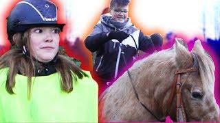 MEINE kleine SCHWESTER vloggt! (zum reiten gezwungen) ...-DailyVlog 96