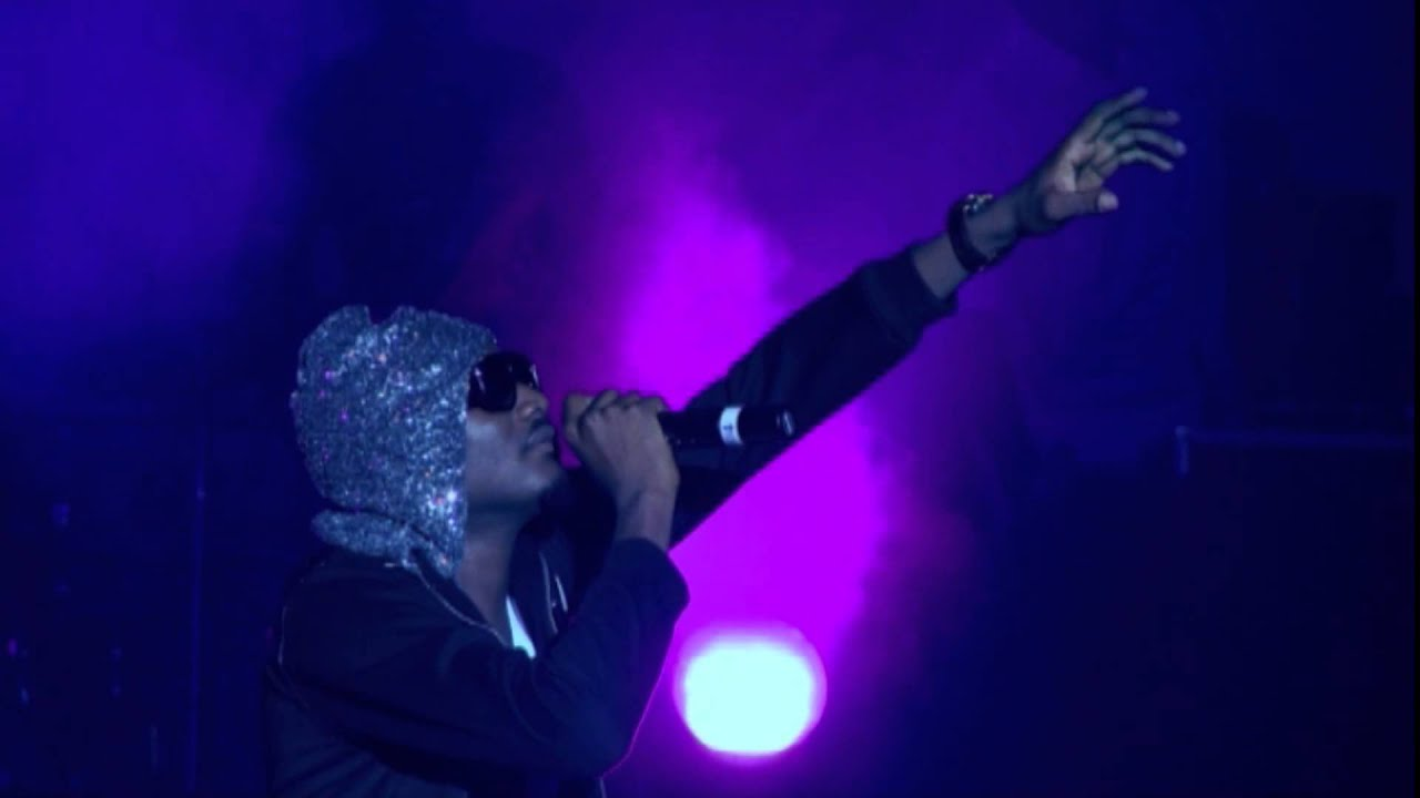 Download 2Face - Oh Papa [Performance At Buckwyld & Breathless Concert]