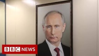 Youtuber puts Putin portrait in a lift as an opinion poll - BBC News