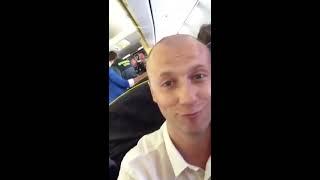 Русские туристы выбрасываются с самолета Ryanair