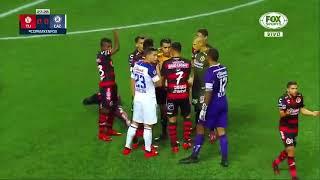 Insólito Eryc Castillo se tropezó y el árbitro le sacó roja directa  FOX Sports
