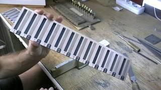 Стол для настройки голосов.Настройка голосов после наклёпки (бас).