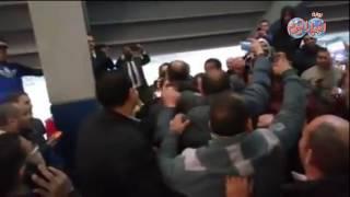 أخبار اليوم   جماهير مباراة مصر وتونس تحاصر علاء وجمال مبارك لالتقاط
