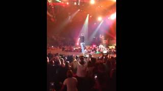 "Luke Bryan shaking it ""like Beyonce"""