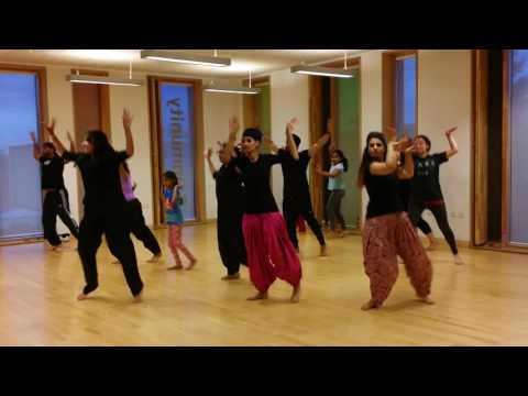 Mitran de junction by Diljit Dosanjh - wolves bhangra academy