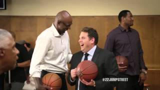 Jonah Hill & Ice Cube Playing Horse with Robert Horry / Dr J / NBA Legends