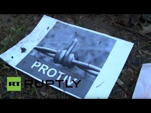 Активисты проделали проходы в заборе из колючей проволоки на хорватско-словенской границе