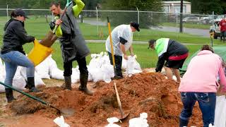 Volunteers Fill Sandbags In Woodville Monday, 8-28-2017