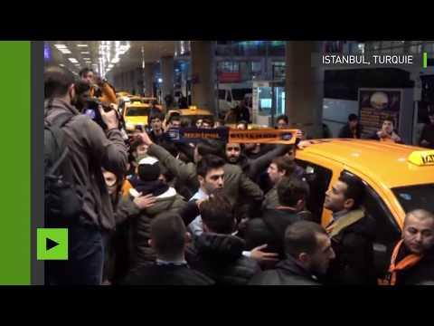 L'arrivée de la star turque Arda Turan à Istanbul provoque des heurts entre ses fans et la police