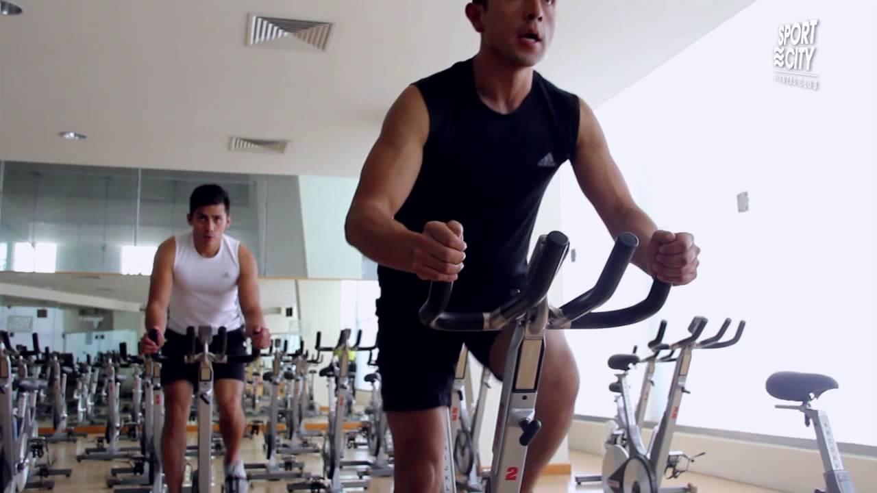 ejercicios en bicicleta estacionaria para bajar de peso