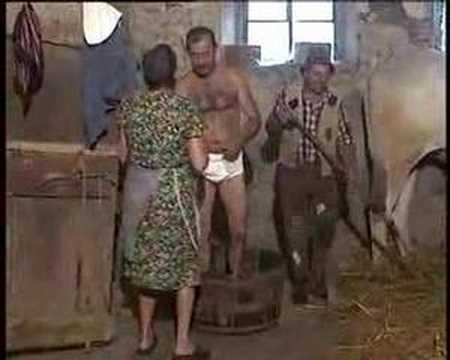 Il bagno nella stalla a ruscello arezzo youtube - Donne che vanno in bagno a cagare ...