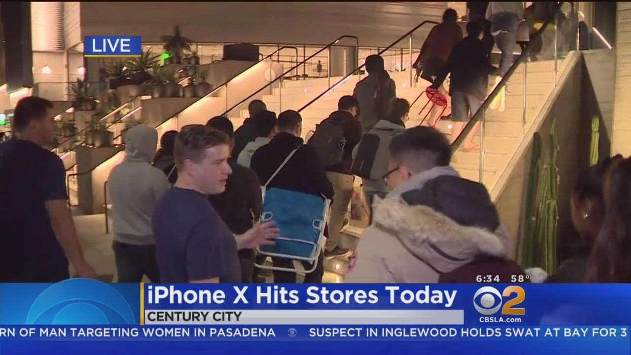 Eager Apple Fans Line Up For iPhone X