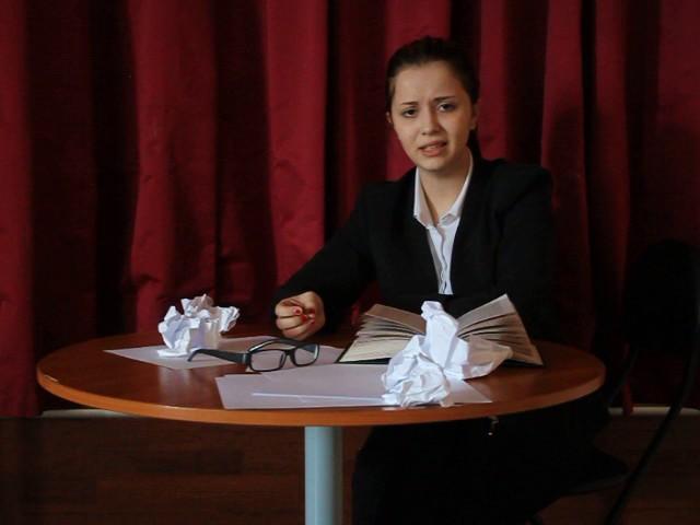 Изображение предпросмотра прочтения – АнастасияКашуба читает произведение «Птичка Божья» В.В.Маяковского
