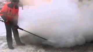 Оттаивание люка ливневой канализации(, 2015-02-02T10:36:46.000Z)