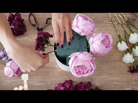 Создание композиции из мыльных цветов: роз, пионов, гортензий и хризантем.