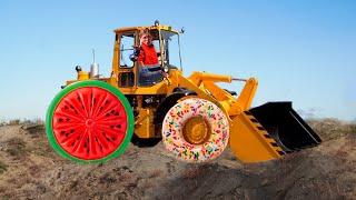 ТРАКТОР ЭКСКАВАТОР сломался отвалилось колесо. Видео про трактор для детей