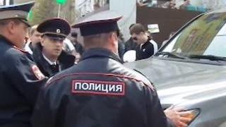 Приморский депутат пытался задавить участников первомайской демонстрации