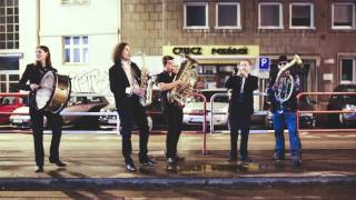 Baixar The Love Song Orchestra on street
