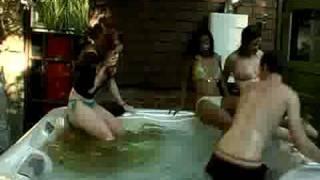 Petit caca dans la piscine...