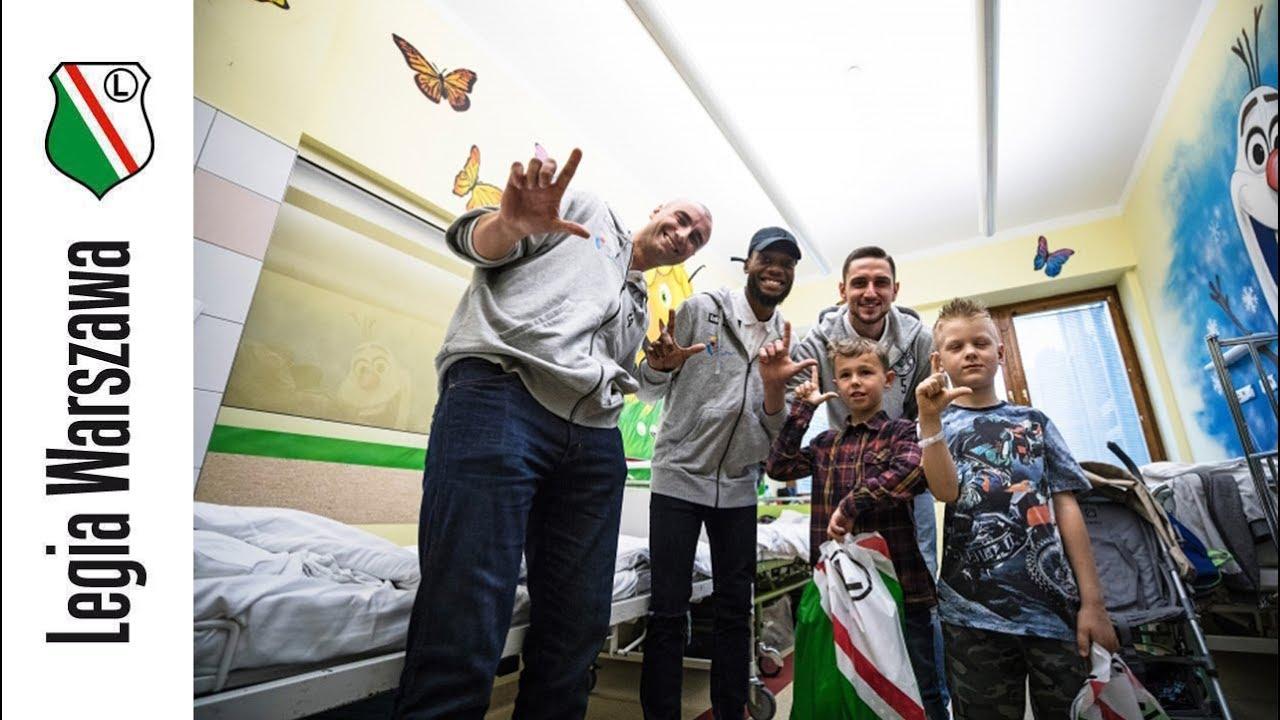 Wizyta koszykarzy w Centrum Zdrowia Dziecka