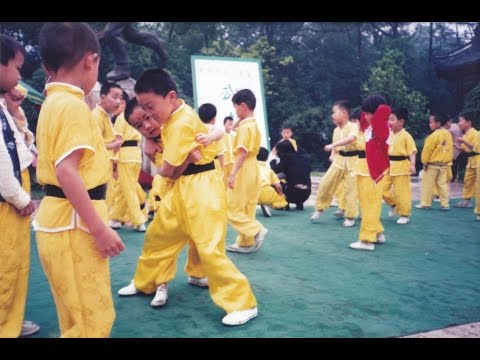 Kung fu training in China - 90s stories