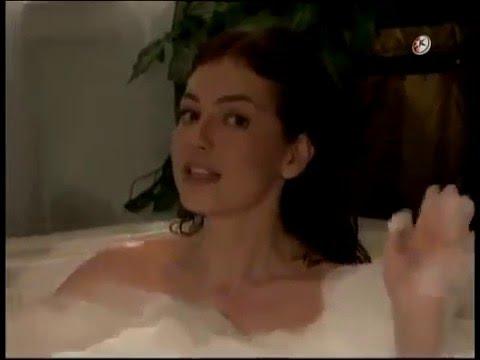 تاليا تغني في المرحاض في مسلسل ماريا ابنة الحي