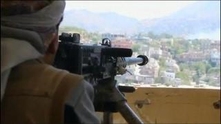 أخبار عربية - الجيش اليمني يقتحم معسكر خالد بن الوليد غربي #تعز