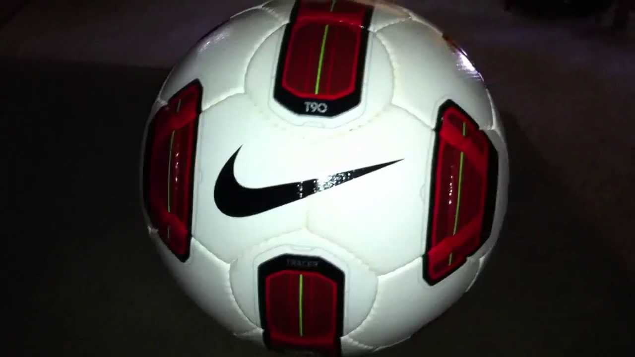 the latest 57082 08b2e Nike T90 Tracer Official March Ball