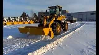 Фронтальный погрузчик SDLG LG936L(В г.Благовещенск выпал снег под конец февраля, вот и воспользовались возможностями погрузчика для уборки..., 2014-02-26T23:56:16.000Z)