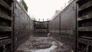Grand Union lock drained for repairs