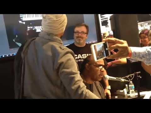 Stevie Wonder improvise on