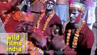 Men singing religious song during Holi festival - Varanasi, India