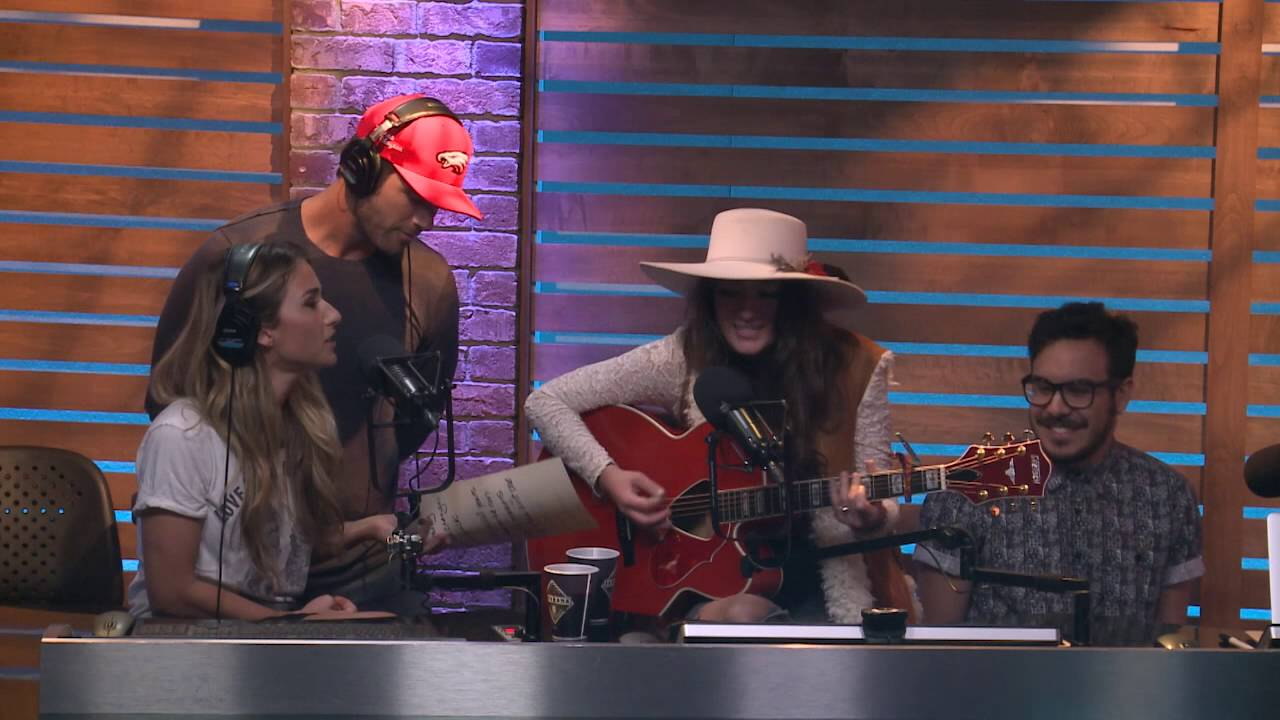 """Ally Sheedy Fakes jessie james decker sings """"yummy"""" for fake-a-song friday!"""