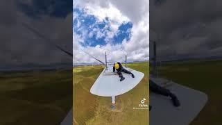 풍력발전기 위에서 작업