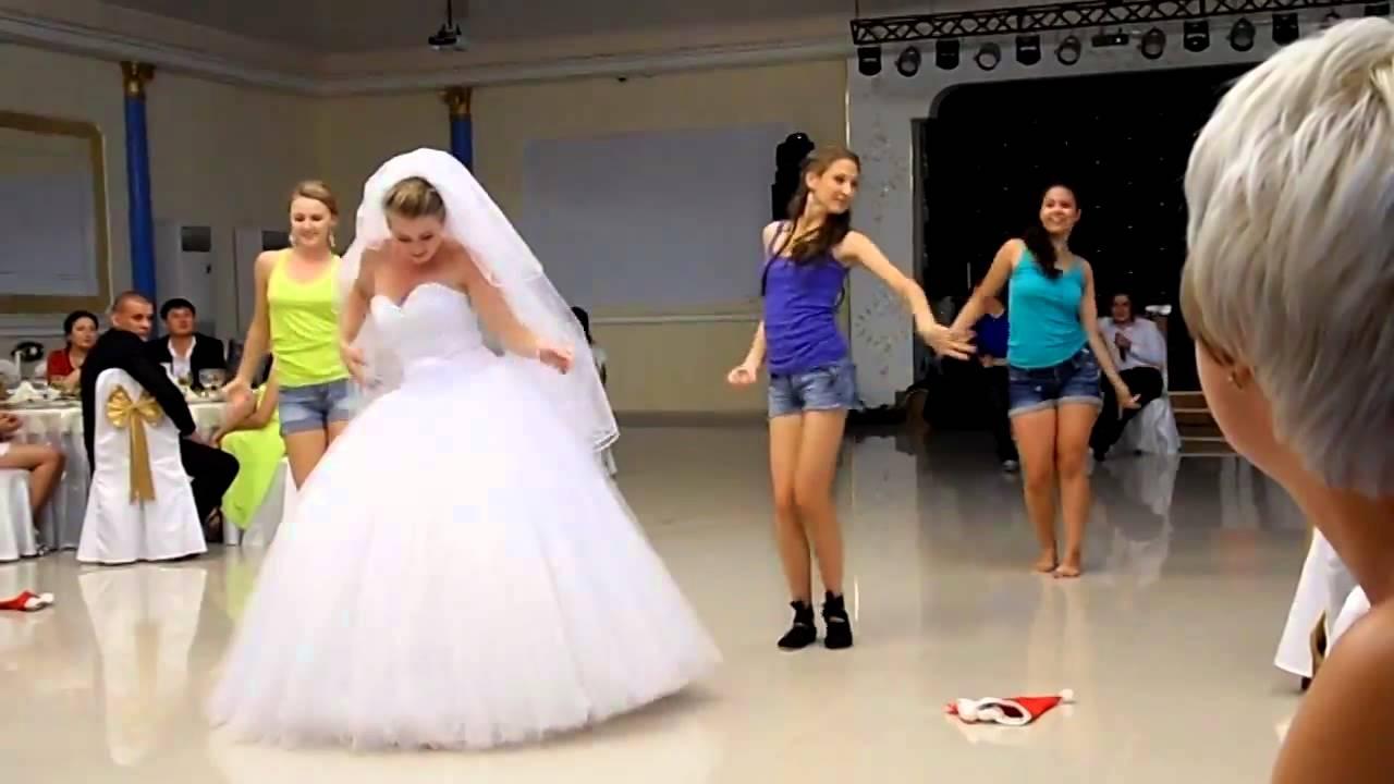 На свадьбе без трусов невеста